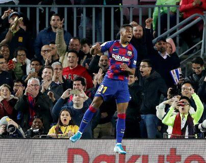 El delantero del FC Barcelona Ansu Fati celebra tras marcar el segundo gol contra el Levante. (Foto Prensa Libre: EFE)