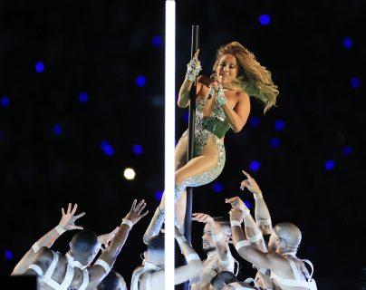 Jennifer Lopez enloqueció el  Hard Rock Stadium en Miami Gardens, con su atuendo. (Foto Prensa Libre: EFE )