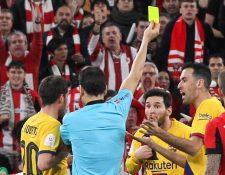 Messi fue amonestado en el juego que el Barcelona perdió ante el Athletic de Bilbao. (Foto Prensa Libre: AFP)