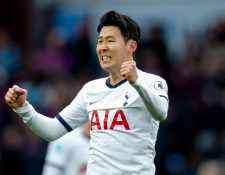 El jugador coreano del Tottenham Hotspurs Son Heung-Min regresó a su pais con el permiso de su club EFE/EPA/PETER POWELL EDITORIAL USE ONLY. No use with unauthorized audio, video, data, fixture lists, club/league logos or 'live' services. Online in-match use limited to 120 images, no video emulation. No use in betting, games or single club/league/player publications