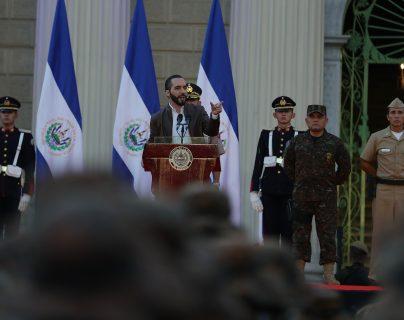 El presidente de El Salvador, Nayib Bukele, pidió que no se permitiera el ingreso de viajantes de China e Italia a territorio salvadoreño para evitar contagios por coronavirus. (Foto Prensa Libre: EFE)