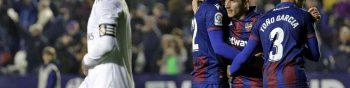 GRAF5014. VALENCIA, 22/02/2020.- Los jugadores del Levante celebran la victoria ante el Real Madrid,al término del partido de Liga en Primera División disputado esta noche en el estadio Ciutat de Valencia. EFE/Manuel Bruque