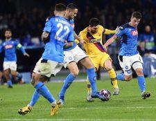 Lionel Messi fue cuidado por los defensas del Nápoli. (Foto Prensa Libre: EFE)