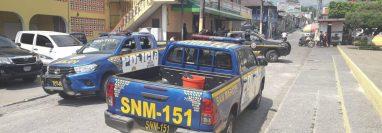 Los restos del supuesto delincuente linchado fueron trasladados a San Pablo, San Marcos, y posteriormente a la morgue de Malacatán. (Foto Prensa Libre: Whitmer Barrera)