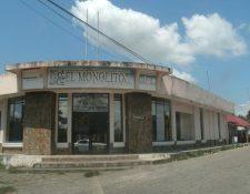 La sede de la cooperativa El Monolito, en Los Amates, luce cerrada en el 2011, luego del desfalco descubierto. (Foto Prensa Libre: Hemeroteca)