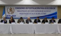 La Comisión de Postulación para la elección de magistrados de Corte Suprema de Justicia empezó con la votación para integrar la nómina de 26 profesionales. (Foto Prensa Libre: Byron García)