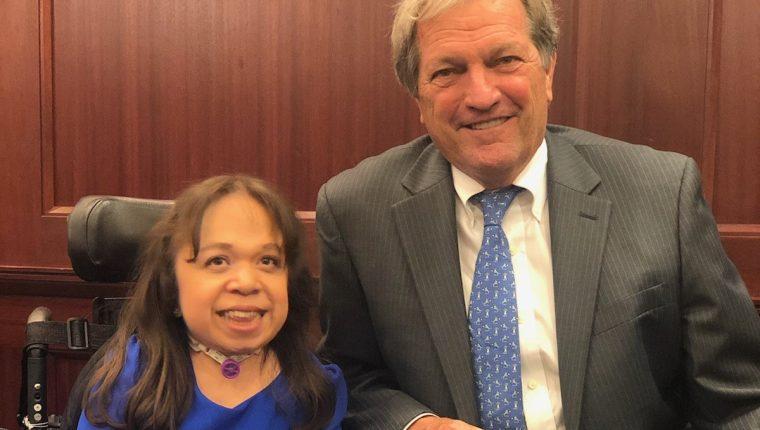 Isabel Bueso es  receptora de la acción diferida médica y representante de los migrantes con  enfermedades raras que viven en Estados Unidos. (Foto Prensa Libre: Rep. Mark DeSaulnier)