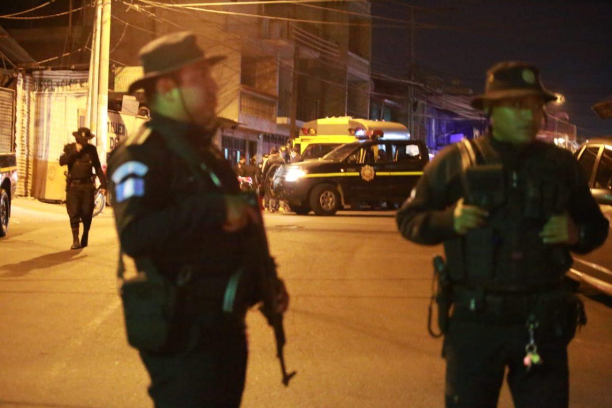Procesan a cuatro personas que llevaban un cadáver en un autobús en San Miguel Petapa