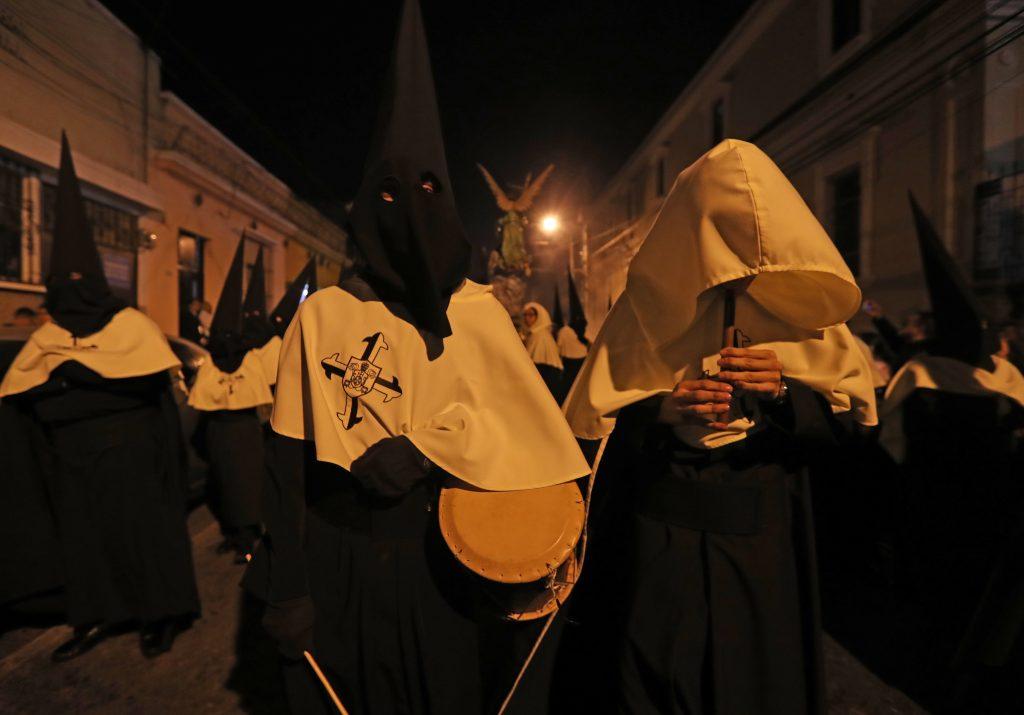 El Tzijolaj y el Tun anuncian el inicio del traslado. Foto Prensa Libre: Óscar Rivas