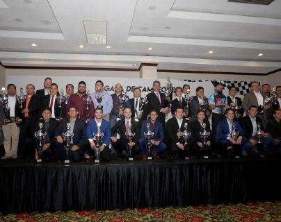Los campeones nacionales de automovilismo fueron reconocidos la noche de este jueves. (Foto Prensa Libre: Carlos Vicente)
