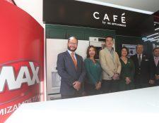 Directivos de Grupo Distelsa y General Electric presentaron la nueva Línea Café. Foto Prensa Libre: Norvin Mendoza