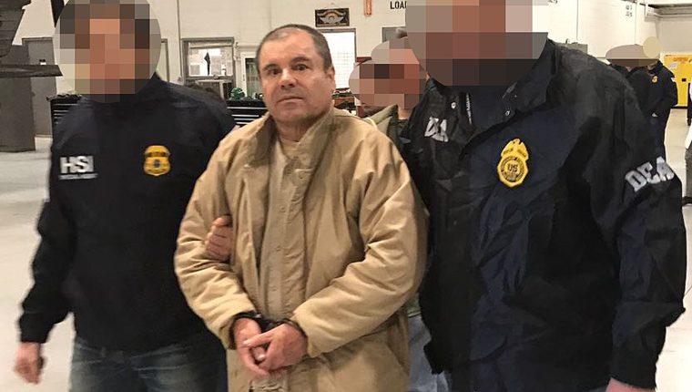 """Joaquín """"el Chapo"""" Guzmán cuando fue extraditado a Estados Unidos. (Foto Prensa Libre: AFP)."""