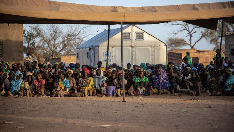 Múltiples grupos son desplazados por el conflicto interno que viven los habitantes en Burkina Faso. (Foto Prensa Libre: AFP)