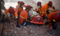 A group rescuers participates in an earthquake drill in Guatemala City on February 4, 2020. - More than 360,000 people took part in the earthquake-evacuation drill in the Guatemalan capital on Tuesday, marking another anniversary of the 1976 earthquake that killed 23,000 people. (Photo by Johan ORDONEZ / AFP)