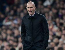 Zinedine Zidane, entrenador del Real Madrid, reaccionó por los cuatro goles que recibió su equipo. (Foto Prensa Libre: AFP)