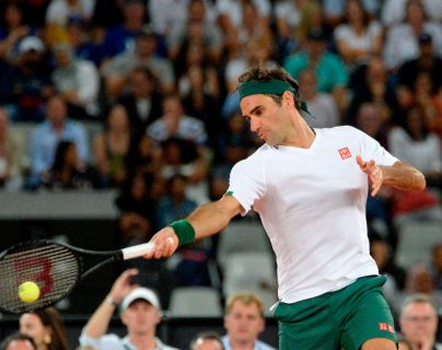 Roger Federer será baja  en los siguientes meses por lesión. (Foto Prensa Libre: AFP )