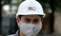 A worker, wearing a protective facemask amid concerns of the COVID-19 coronavirus outbreak, works at the under-construction Formula One Vietnam Grand Prix race track site in Hanoi on February 14, 2020. (Photo by Manan VATSYAYANA / AFP)