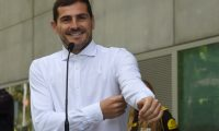 (FILES) In this file photo taken on May 6, 2019 Porto's Spanish goalkeeper Iker Casillas speaks to journalists after leaving a hospital in Porto after recovering from a heart attack. - Spain's World Cup-winning captain Iker Casillas will run for the presidency of the Spanish Football Federation (RFEF), he confirmed on February 17, 2020. (Photo by Miguel RIOPA / AFP)