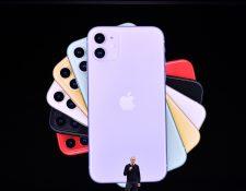 La gigante tecnológica internacional Apple deberá pagar por ralentizar los iPhone.  (Foto Prensa Libre: AFP)