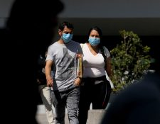 En Guadalajara la gente porta mascarillas  para evitar contagiarse del coronavirus debido al caso confirmado en México. Las autoridades de Salud de Guatemala indican que en el país aún no es necesario portar mascarillas. (Foto Prensa Libre: AFP)