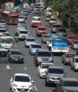 Tránsito afectado por la falta de energía eléctrica en el Bulevard Liberación. (Foto Prensa Libre: Juan Diego González).