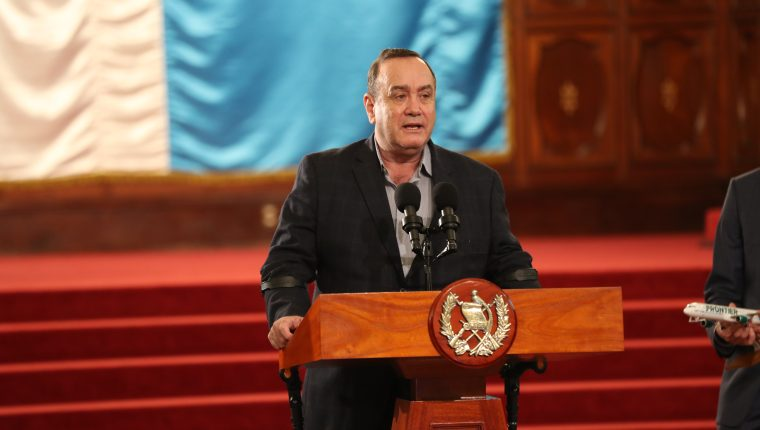 Alejandro Giammattei, presidente de Guatemala, en conferencia de prensa, en el Palacio Nacional de la Cultura, el 12 de febrero de 2020. (Foto Prensa Libre: Miriam Figueroa)