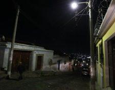 En varios municipios se cuestiona la falta de controles para los cobros por alumbrado público ya que superan el monto del consumo propio de energía en los hogares. (Foto, Prensa Libre: Hemeroteca PL).