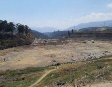 El vertedero de Amsa, ubicado en el km 22 de la ruta al Pacífico, ha superado su capacidad, por lo que autoridades anuncian su cierre técnico. (Foto Prensa Libre: Julio Sicán)