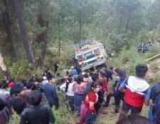 Socorristas informaron que el piloto del autobús murió en el percance. (Foto Prensa Libre: Twitter @soydeh8)