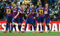 GRAF750. BARCELONA, 15/02/2020.- Los jugadores del Barcelona celebran el gol del delantero francés Antoine Griezmann (d) durante el partido ante el Getafe, correspondiente a la jornada 24 de LaLiga Santander que se disputa este sábado en el estadio Camp Nou de Barcelona. EFE/Toni Albir