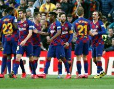 Los jugadores del Barcelona celebran el gol del delantero francés Antoine Griezmann. (Foto Prensa Libre: EFE)