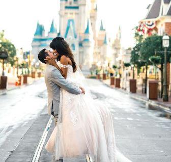Casarse como una princesa es posible con esta colección de vestidos inspirados en las princesas de Disney.  Foto tomada del Instagram @disneyweddings