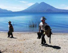 Los socorristas practicaron en aguas del Lago de Atitlán, Sololá. (Foto Prensa Libre: Cortesía Daniel Chumil)