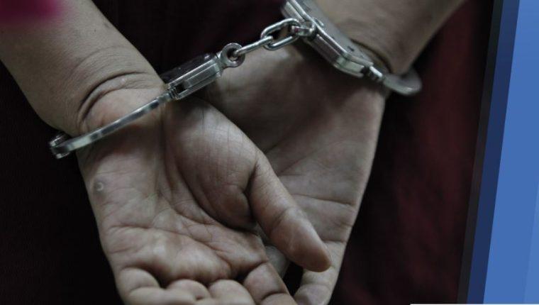 La captura del supuesto asesino se llevó a cabo en la zona 21 de la capital. (Foto Prensa Libre: PNC).