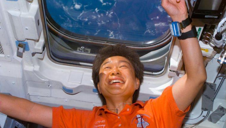La doctora japonesa Chiaki Mukai viajó en dos ocasiones al espacio y trabajó en misiones en las que desarrolló experimentos científicos y médicos. (Foto Prensa Libre: National Aeronautics and Space Administration -NASA-)