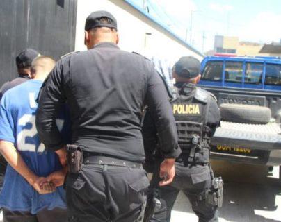 Disparos y persecución policial en captura de un grupo que atacó a conductor de camión recolector de desechos