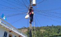 Chel no solo cuenta con la hidroeléctrica sino con infraestructura para distribución de energía y alumbrado público. (Foto, Prensa Libre: Asochel).