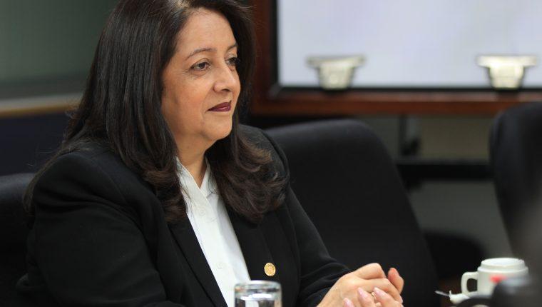 La ministra de Educación Claudia Ruiz habla de los proyectos que llevará a cabo durante su gestión al frente de la cartera.  (Prensa Libre: Byron García)