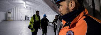 Autoridades instalaron un domo en el hospital Spallanzani en Roma. (Foto Prensa Libre: EFE)