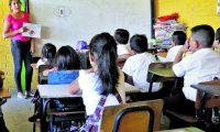 Los docentes son sometidos a una evaluación diagnóstica una sola vez y es cuando aspiran a ingresar al Mineduc. (Foto Prensa Libre: Hemeroteca PL)