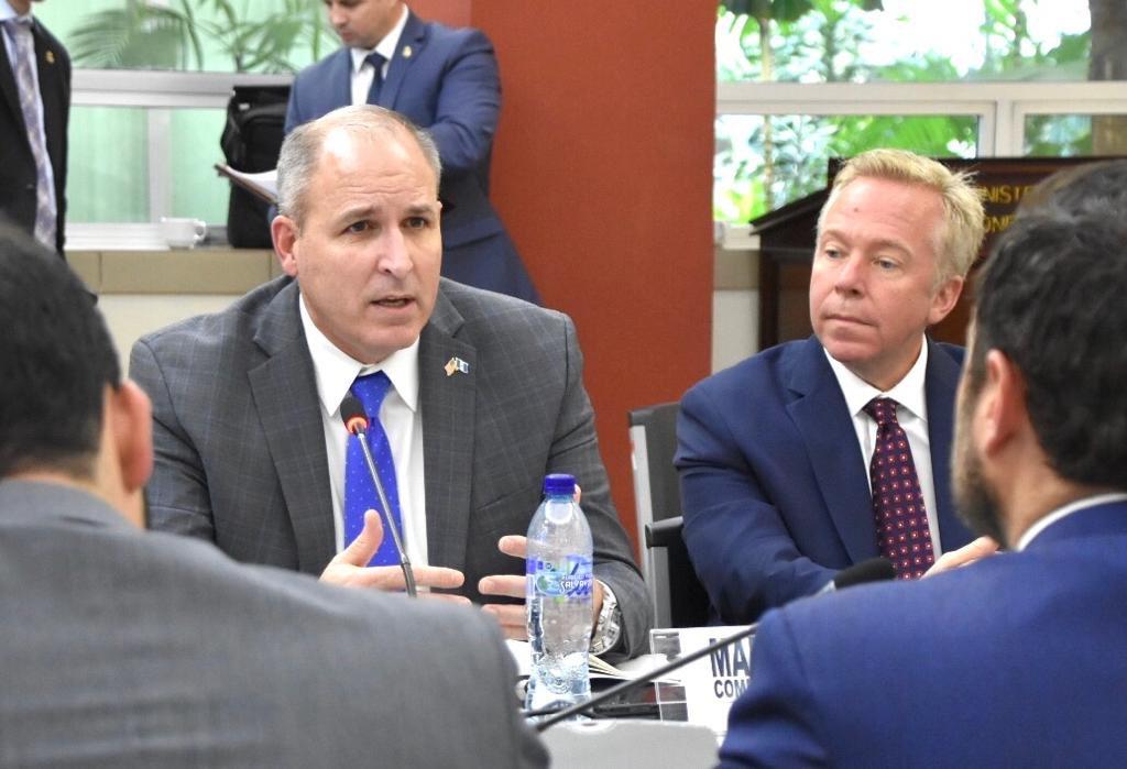 Comisionado interino de Aduanas y Protección Fronteriza de EE. UU. verifica alianza con Guatemala
