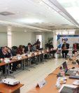 Presidente Alejandro Giammattei, fiscal general María Consuelo Porras, funcionarios y sociedad civil se reúnen para dar continuidad a una agenda contra la corrupción. (Foto Prensa Libre: MP)