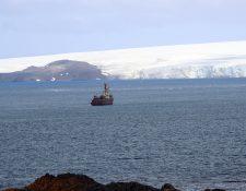 La pureza única del continente helado y las islas que rodean a la Antártida están en peligro. (Foto Prensa Libre: EFE)
