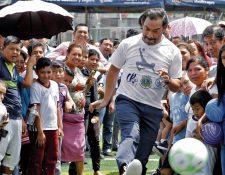 El 7 de octubre del 2019 se inauguraron las escuelas de Carlos Ruiz en Villa Lobos I. (Foto Prensa Libre: Hemeroteca PL)