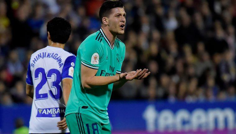Jovic, jugador del Real Madrid, espera levantar su nivel. (Foto Prensa Libre: AFP)
