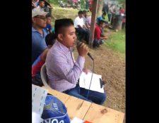 Federico Choc Pec durante la narración de un partido. (Foto Prensa Libre: Tomada del Twitter @ElPajaroPicon_).
