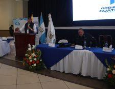 El vicepresidente Guillermo Castillo aseguró a los empleados municipales y alcaldes que ayudarán a las comunas para que sean eficientes. (Foto Prensa Libre: María Longo)