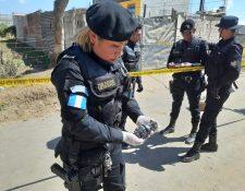 Agentes especializados acudieron al lugar para evaluar el artefacto y desactivarlo. (Foto Prensa Libre: cortesía)