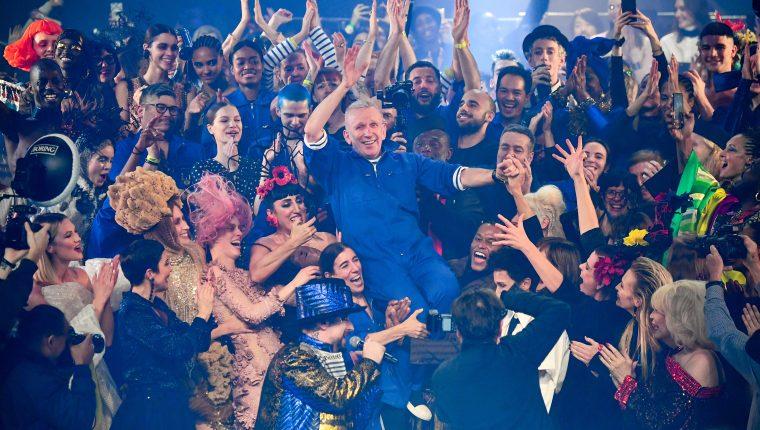 Jean Paul Gaultier de origen francés, celebró medio siglo en lo más alto del mundo de la moda. Foto Prensa Libre: Cortesía