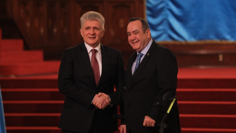 El presidente Alejandro Giammattei se reunió con el subsecretario de la ONU, Miroslav Jenca. (Foto Prensa Libre: Juan Diego González)